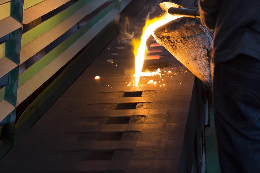Fusión del metal dentro del molde